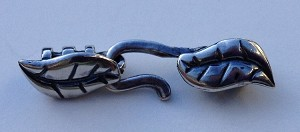 2mm Hook and Eye Crimp Clasp - Leaves