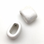 Regaliz™ oval ceramic bead 15mm - White